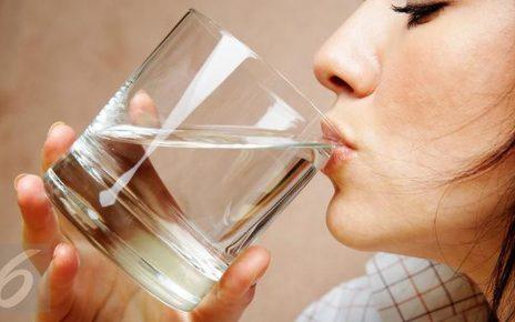 Ganggu Kesehatan, Ini 5 Kebiasaan Minum Air yang Salah