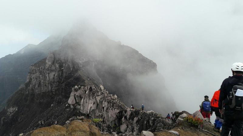 Cerita Hantu yang Sesatkan Pendaki Gunung Halusinasi atau Nyata