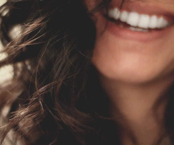 5 Cara Memutihkan Gigi Kuning yang Membandel