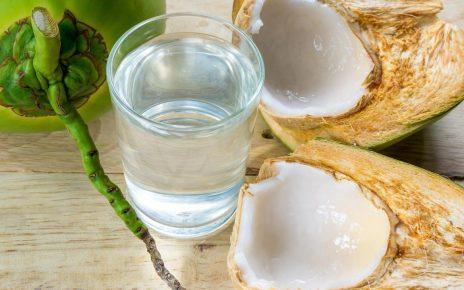 6 Manfaat Air Kelapa Muda untuk Ibu Hamil