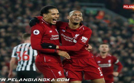 Liverpool Bungkam Brighton, Robertson Sanjung Fabinho