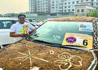 Tak Lazim Mobil Berbalut Kotoran Sapi Menang Kontes