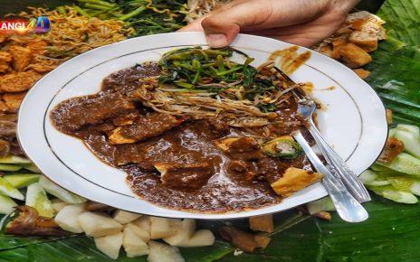 Tak Hanya Menyajikan Keanekaragaman Budaya Saja, Indonesia Juga Terkenal Sebagai Surganya Wisata Kuliner. Pasalnya Keanekaragaman Rasa Dan Selera Dari Berbagai Jajanan Tradisional Dapat Di Temukan Di Indonesia.