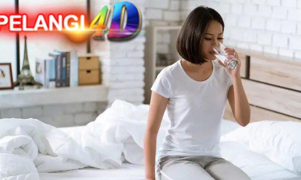 Sering DiAbaikan, 5 Manfaat minum Air Putih Setelah Bangun Tidur