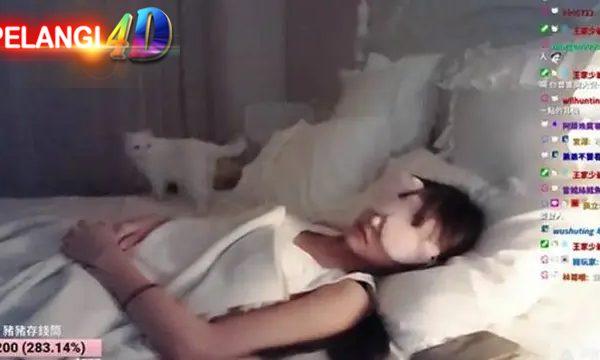 Wanita Ini Live Streaming Tidur Selama 5 Jam , Keuntungan RP 43 Juta